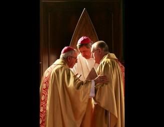 """Declaran persona """"non grata"""" a Obispo Barros en Osorno"""