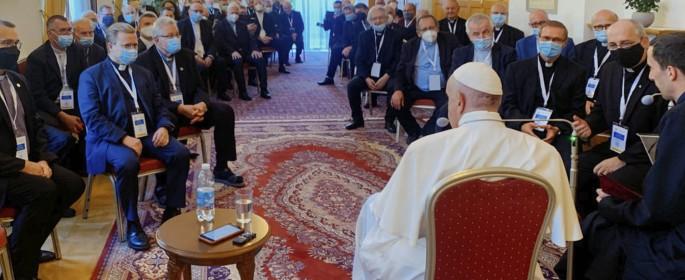 Papa_con_jesuitas_eslovacos