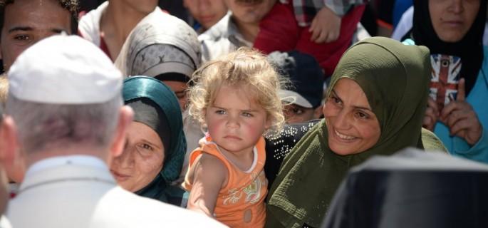 el-papa-y-varios-refugiados-de-lesbos
