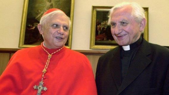 B16- y Georg Ratzinger-RBFcgjACgbwEct4rgR1TqeN-568x320@LaStampa.it
