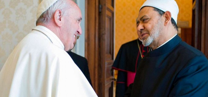 El-Gran-Imán-de-Al-Azhar-y-el-Papa-Francisco-.-Foto-LOsservatore-Romano