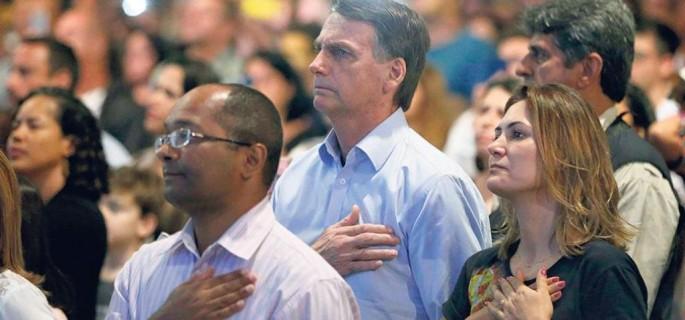 a47d0ff6-6834-11e9-8d56-44c415342777_Bolsonaro en un rito evangelico (Foto EFE)-RDCj4F7w81IiBR5ObHUeWMI-1024x576@LaStampa.it