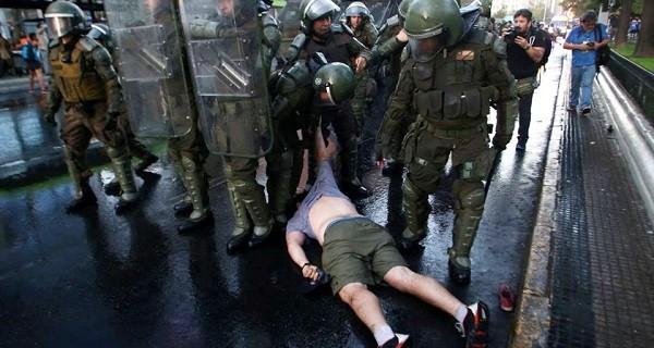 Carabineros-por-violenta-represión-contra-estudiantes